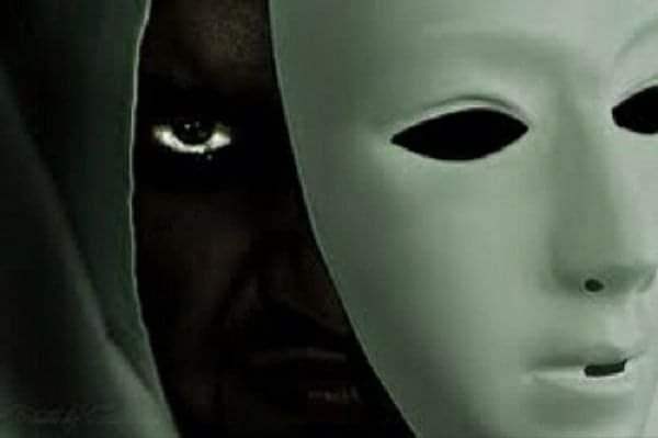 Épisode 8 : l'hypocrite et le fameux » suis moi je te fuis, fuis moi je te suis «, il est temps de lever le voile dessus.